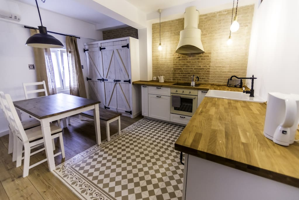 Kitchen with air conditioning and amenities like fridge, oven, glass-ceramic cooktop, microwave, washing machine, electric water kettle, toaster, etc.