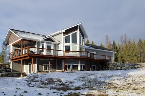 Newly Built Hilltop Home, Minutes from Glacier NP