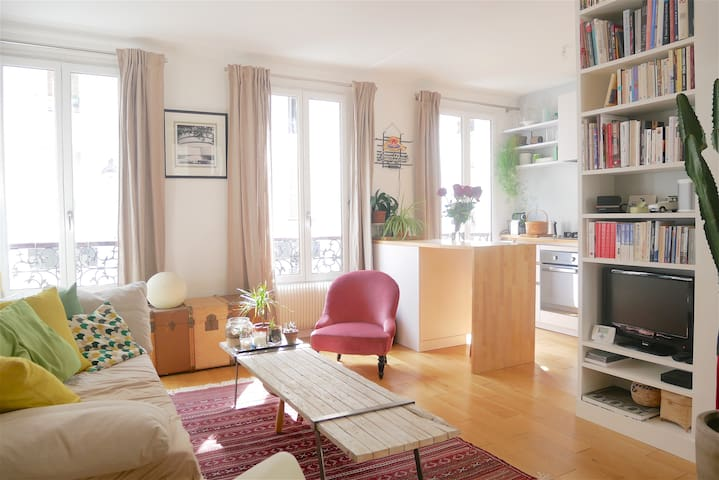 Beautiful & colorful apartment near Pigalle