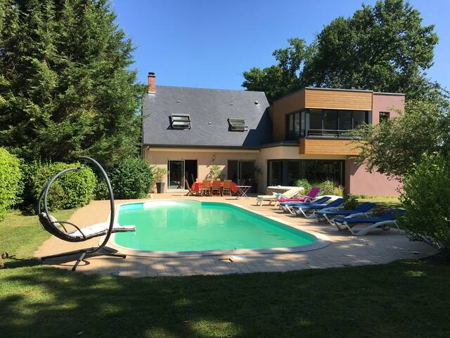 Villa de 220 m2 au calme avec piscine