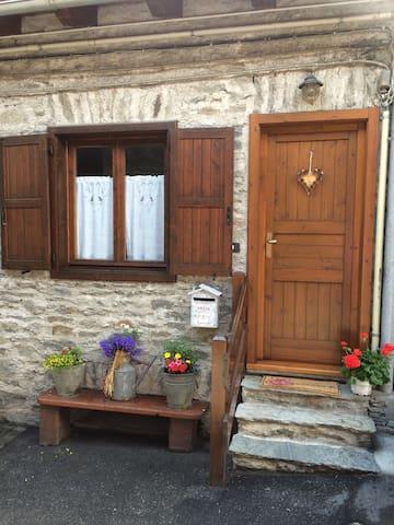 accogliente appartamento di montagna - Chabodey - Byt