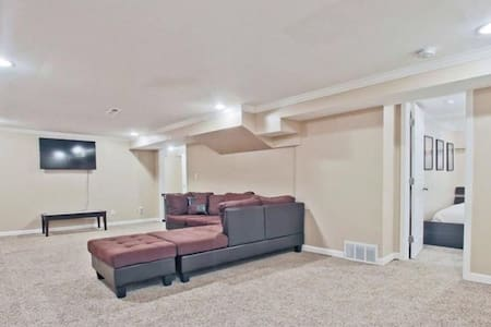 East Cobb-BASEMENT Apartment King/Wifi/TV/Private