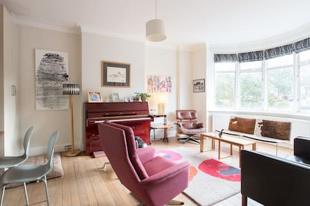 A lovely bright spacious home - Londra