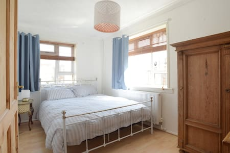 Double bedroom, Hove, free parking - Hove