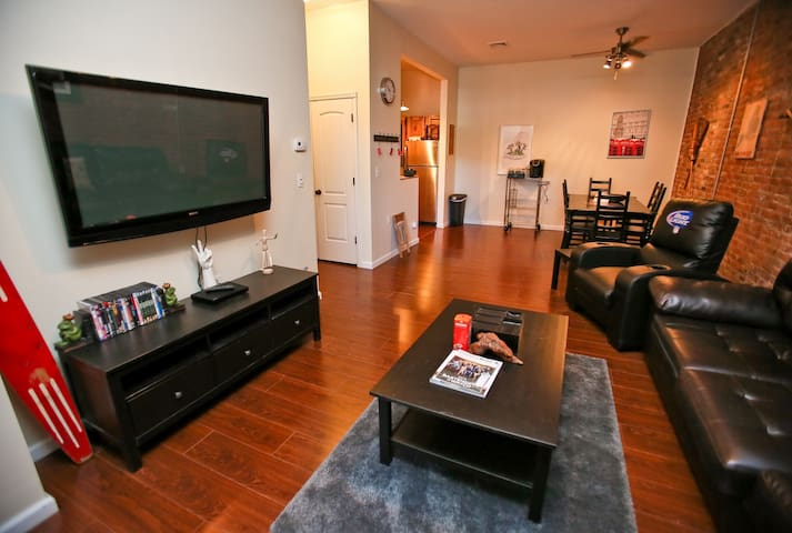 Wine & Dine in modern Village Apt - Saugerties - Byt