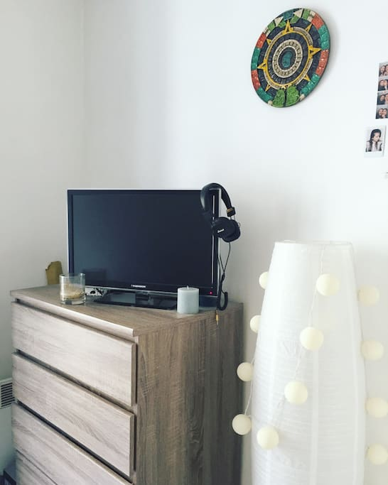 TELEVISION/BEDROOM