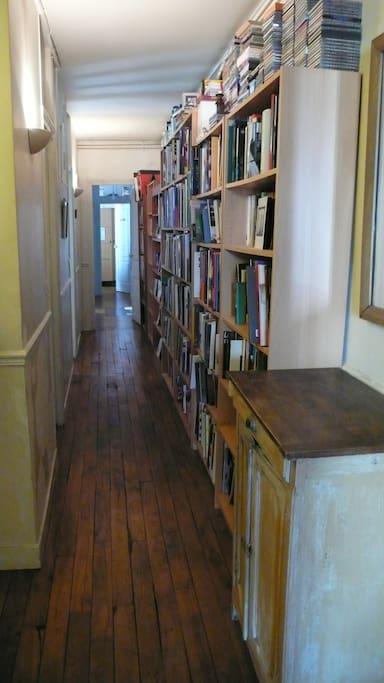 couloir-bibliothèque/  corridor.