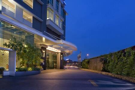 Ramada Plaza Kuala Lumpur - Kuala Lumpur - Bed & Breakfast