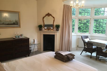 Lux Newmarket Rd En-suite king with onsite parking - Norwich - Dom