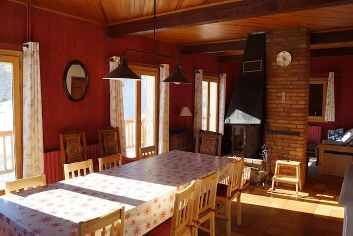 Chalet of 130 m² - central station - Large south t