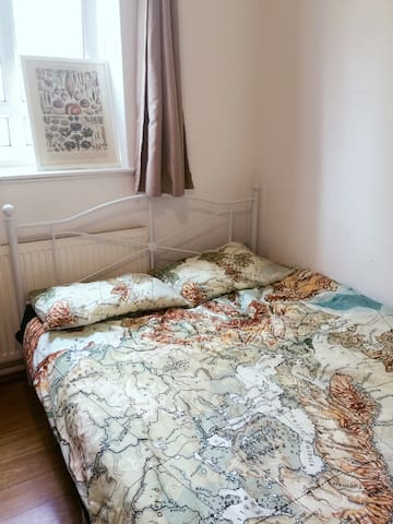 Affordable Double Bedroom in West Kensington 4
