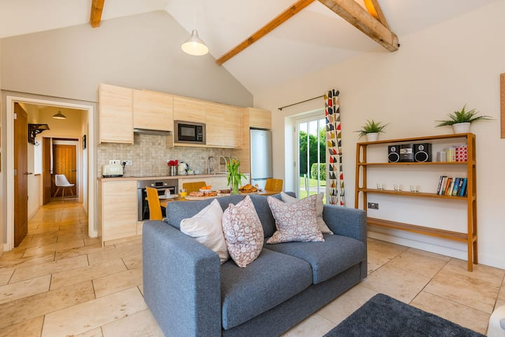 North Norfolk cottage with indoor swimming pool - sleep 3
