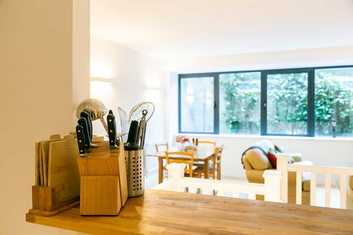 Clean and hygienic - Modern and bright two story apartment - central location.
