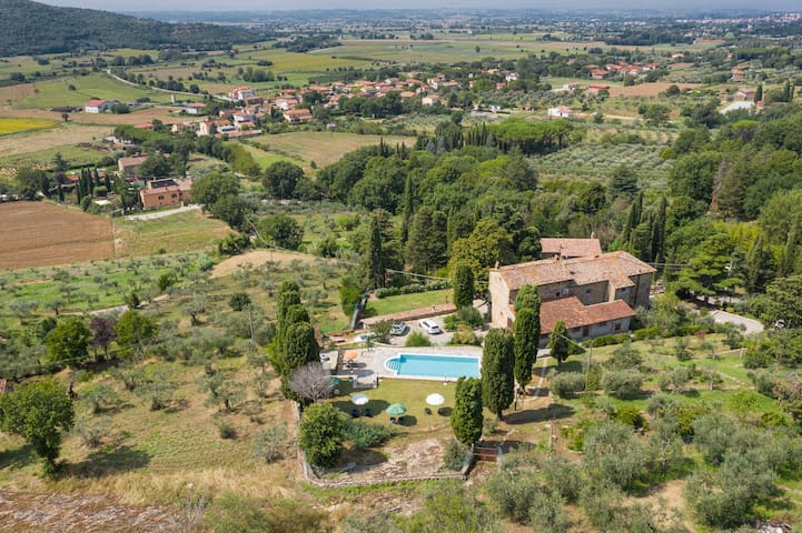 Villa Pergo is an ancient charming country villa