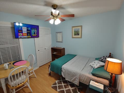 Yoe's. Great location and comfortable staying.