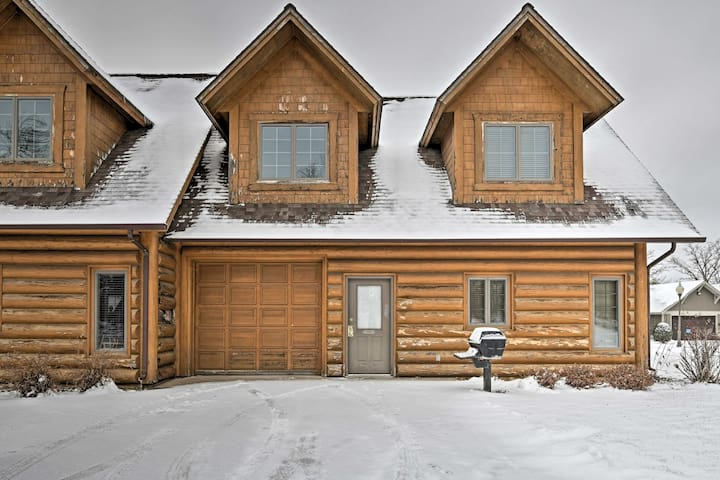 NEW! 2BR Nisswa Townhome Steps from Gull Lake!