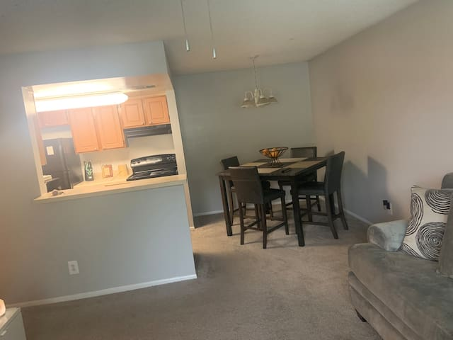 Clean cozy 1 bdrm next to Universal Studios
