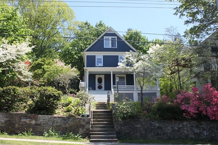 5 bedroom home in cute Westchester town - Pleasantville - Talo