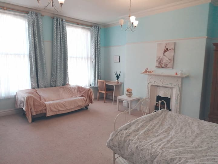 Large Double Bedroom Scarborough South Cliff
