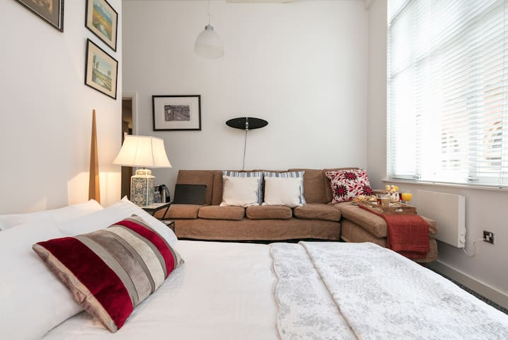 Comfy Suite on Harter Street. Historic CITY CENTRE