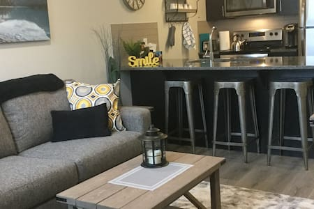 Seton-stylish, relaxing, access to all amenities.