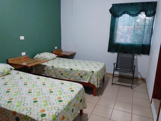 Casa con Jardín del Abuelo - Habitación Privada #4