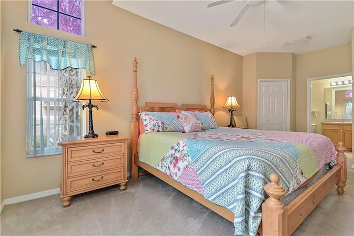 #Awesome Disney Studio Suite in resort setting!