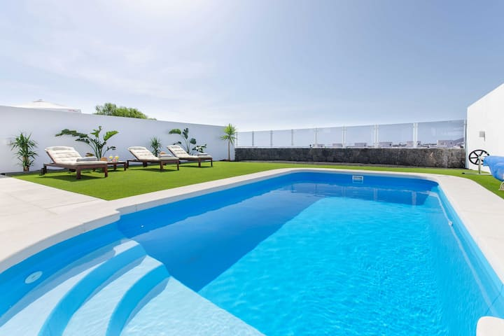 Modern House with swimming pool close to Papagayo Beaches