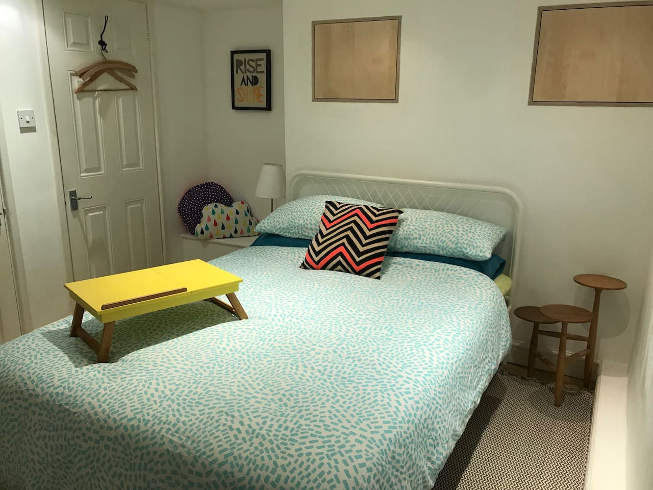 Private ensuite room with comfortable double bed suitable for 1 or 2 people, plus hotel style pillows for extra luxury, ready for a good night's sleep. Towels, toiletries and linen are all included plus breakfast, parking and wi-fi !!