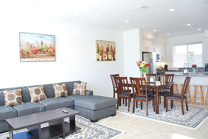 Brand new 3B2.5B condo. Newly furnished!