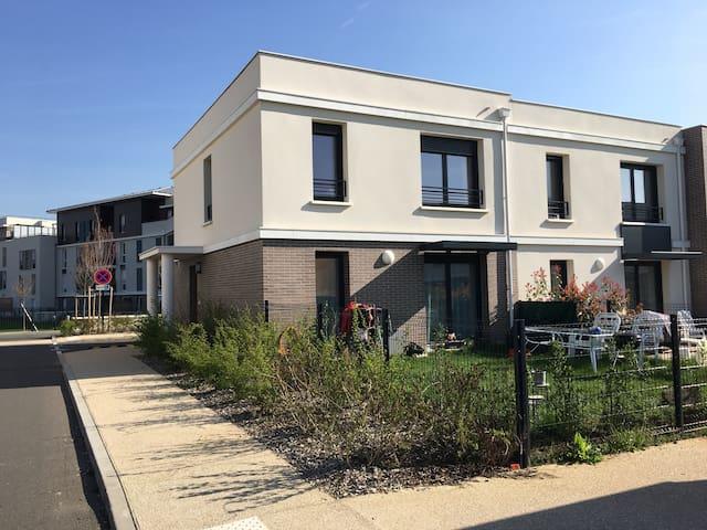 Belle maison de ville avec jardin - Villepreux - Rumah