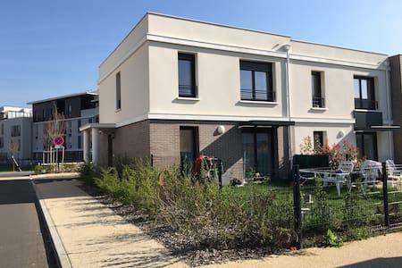 Belle maison de ville avec jardin - Villepreux - บ้าน