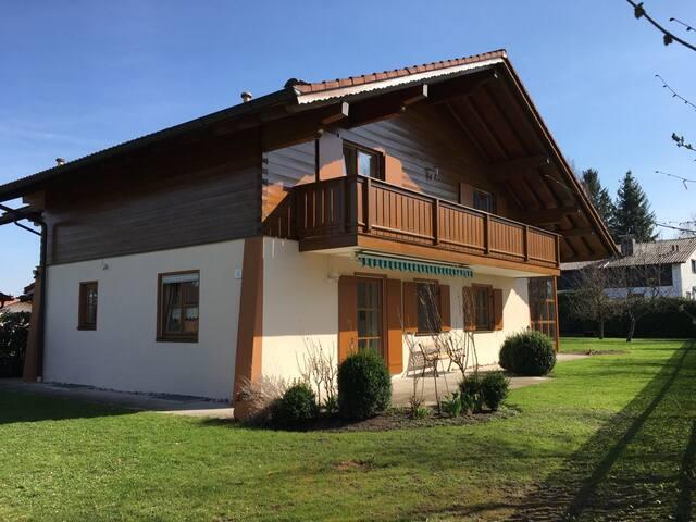 Idyllisches Landhaus am Chiemsee, 5 Sterne DTV - Breitbrunn am Chiemsee - Gjestehus
