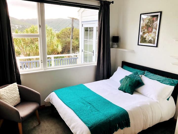 Sunny double private bedroom with mountain view