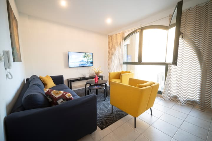 2BR&Washrooms close to the beach, pool,parking,gym