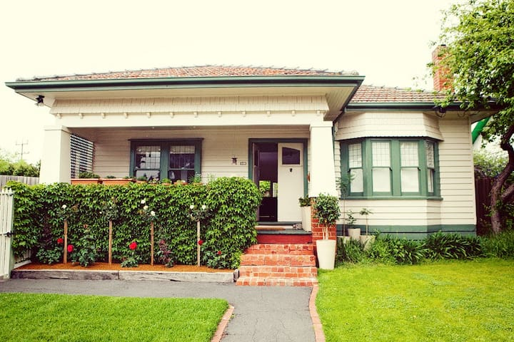 """Mulholland"", C 1927 - an exclusive Ringwood home - Ringwood"
