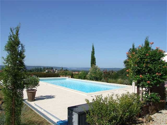 TRANQUIL POOLSIDE GITE, STUNNING VIEWS, 2.5 ACRES!