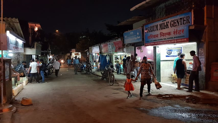 Market area in the vicinity. Lots of grocery shops.