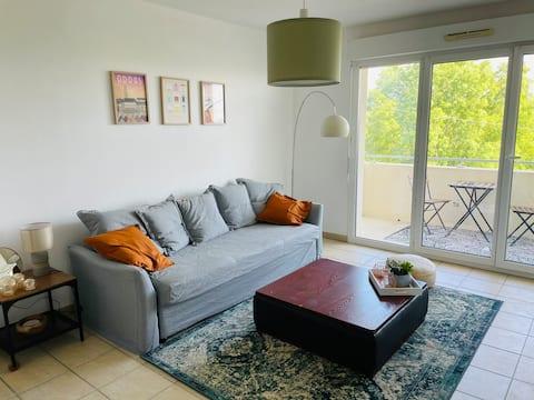 1 slaapkamer appartement met balkon, licht, rustig.