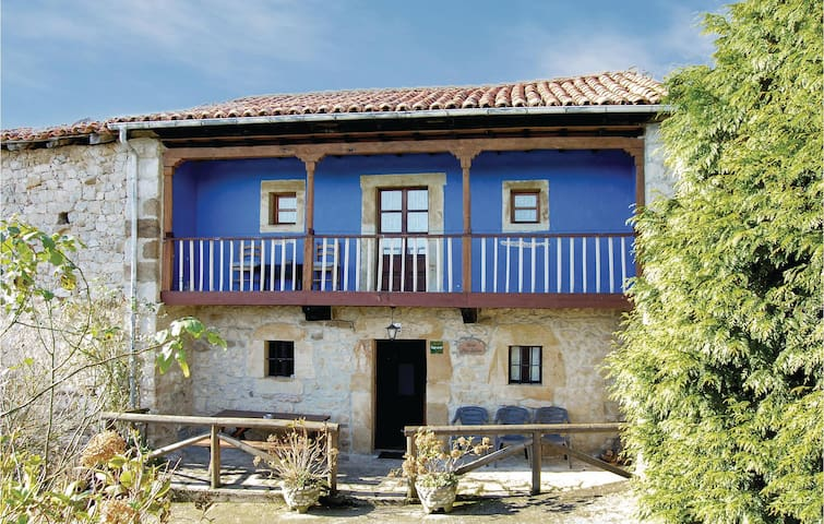 Semi-Detached with 3 bedrooms on 80m² in Peñamellera Baja