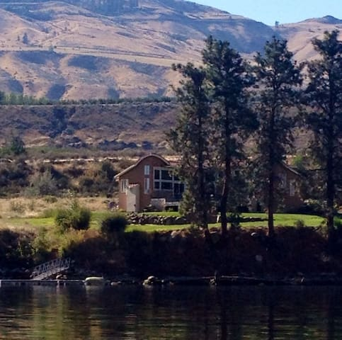 Beautiful Peaceful Riverfront Vacation Home