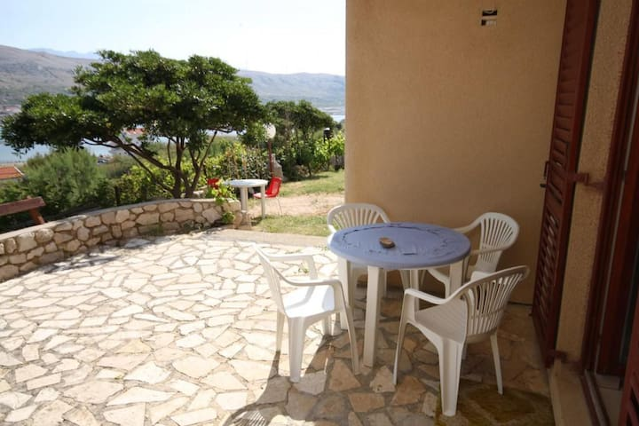 Two bedroom apartment with terrace and sea view Pag (A-6272-d)