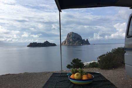 Ibiza!! Drive, sleep and stay in a camper - Sant Josep de sa Talaia