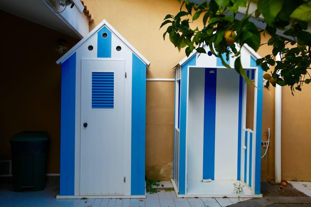 cabine esterne di cui una doccia