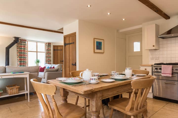 Cosy 2 Bed cottage  New Yatt Farm