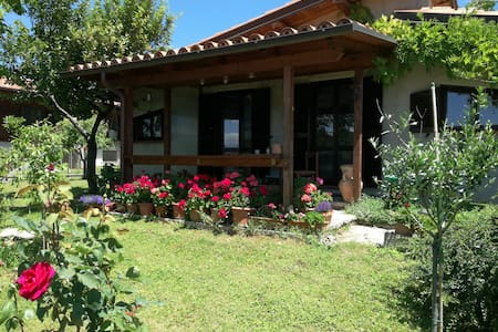 House with views to Moscano