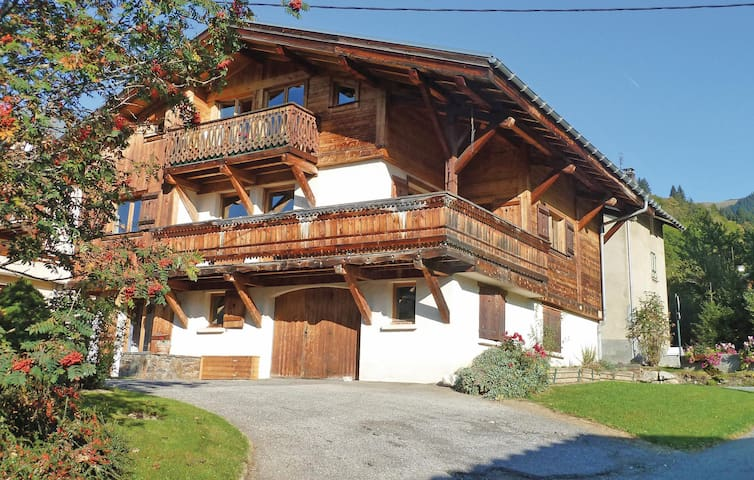 Beautiful home in Praz sur Arly with WiFi and 2 Bedrooms