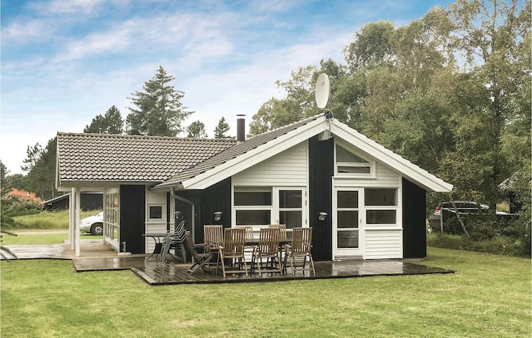 Holiday cottage with 3 bedrooms on 92m² in Ålbæk