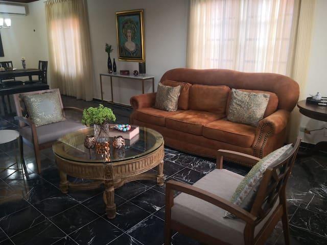 Hermosa y amplia casa amueblada, 3 habitaciones