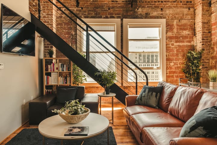 Incomparable two-story loft in Downtown Houston